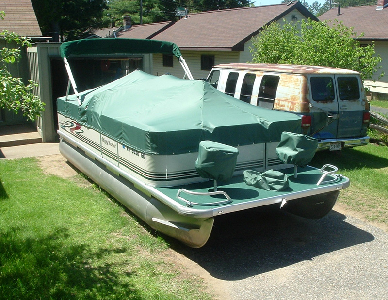 New custom cover for pontoon boat made with Sailrite